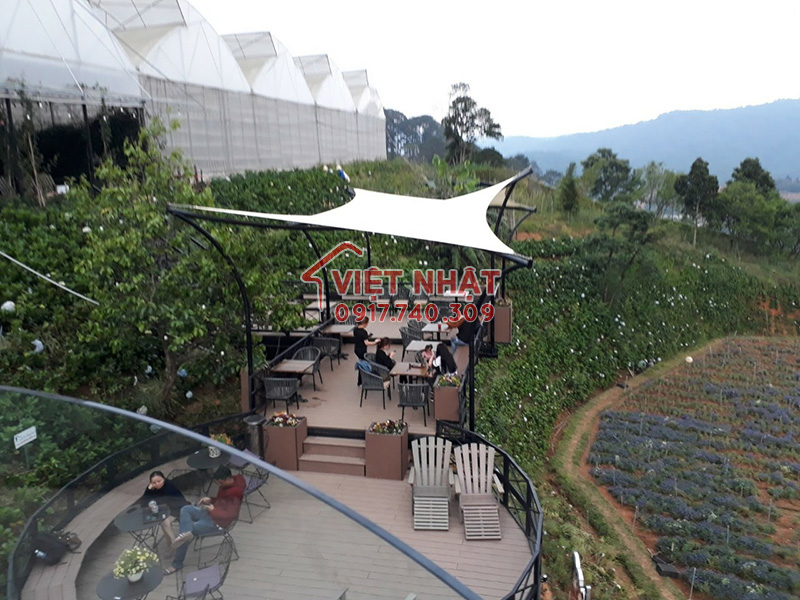 lắp đặt mái che canh buồm tại Cánh Đồng Hoa - Đà Lạt