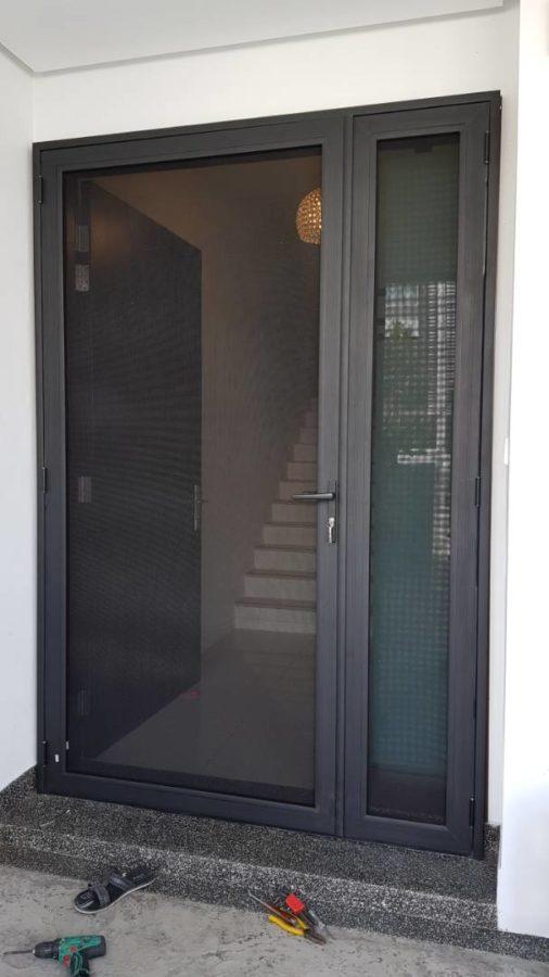 Lắp đặt cửa lưới chống muỗi đóng mở
