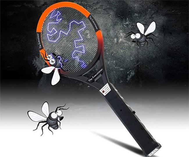 Diệt muỗi bằng vợt điện